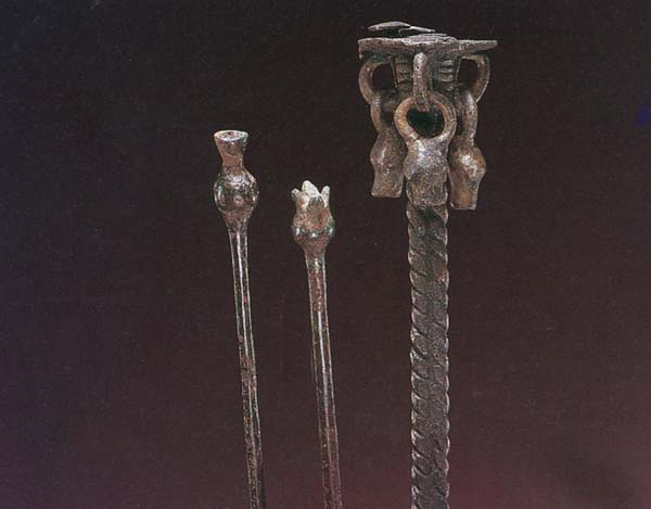 Bronze_Scepters_and_Incense_Burner